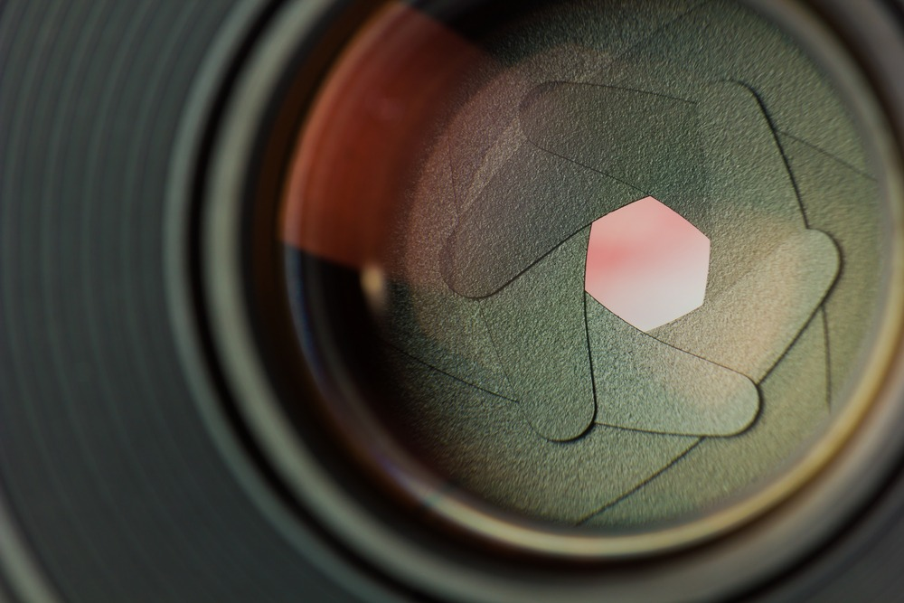 UNDERSTANDING APERTURE AND ITS USE IN PHOTOGRAPHY.  50mm f1.8 Lens diaphragm.